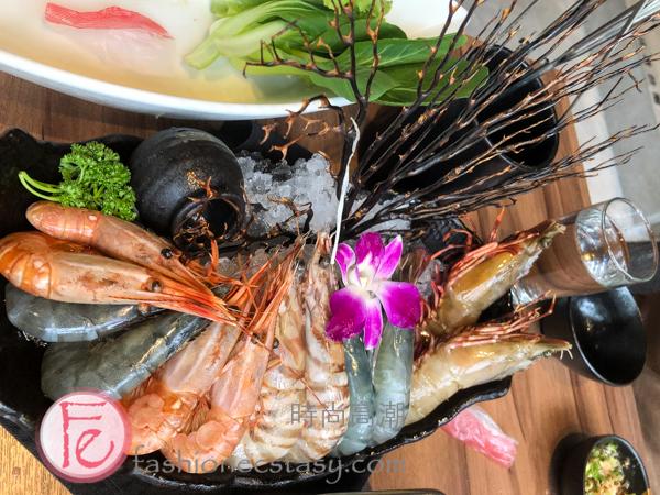 """「鍋& BAR 」: 「百蝦爭鮮趣味菜」($1588)/ ( """"Shrimps Set Meal for Two Persons""""($1588NT))"""