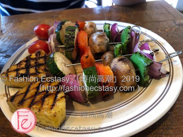 """「小菜」:「碳烤蔬菜串」($100)/ """"Side Dish"""": """"grilled veggie skewer"""" ($100nt)"""