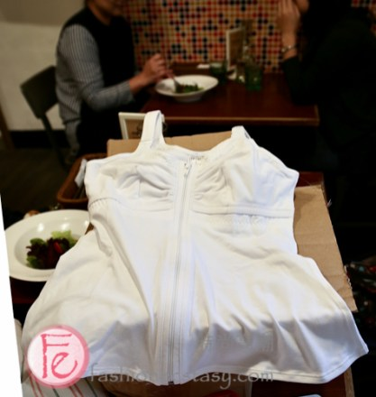 ABC Thrive Package Unboxing - mastectomy Camisole with a front opening - ABC乳癌術後救援包開箱 - 充滿愛的聖誕節