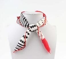 vierkant sjaal rood zwart 2