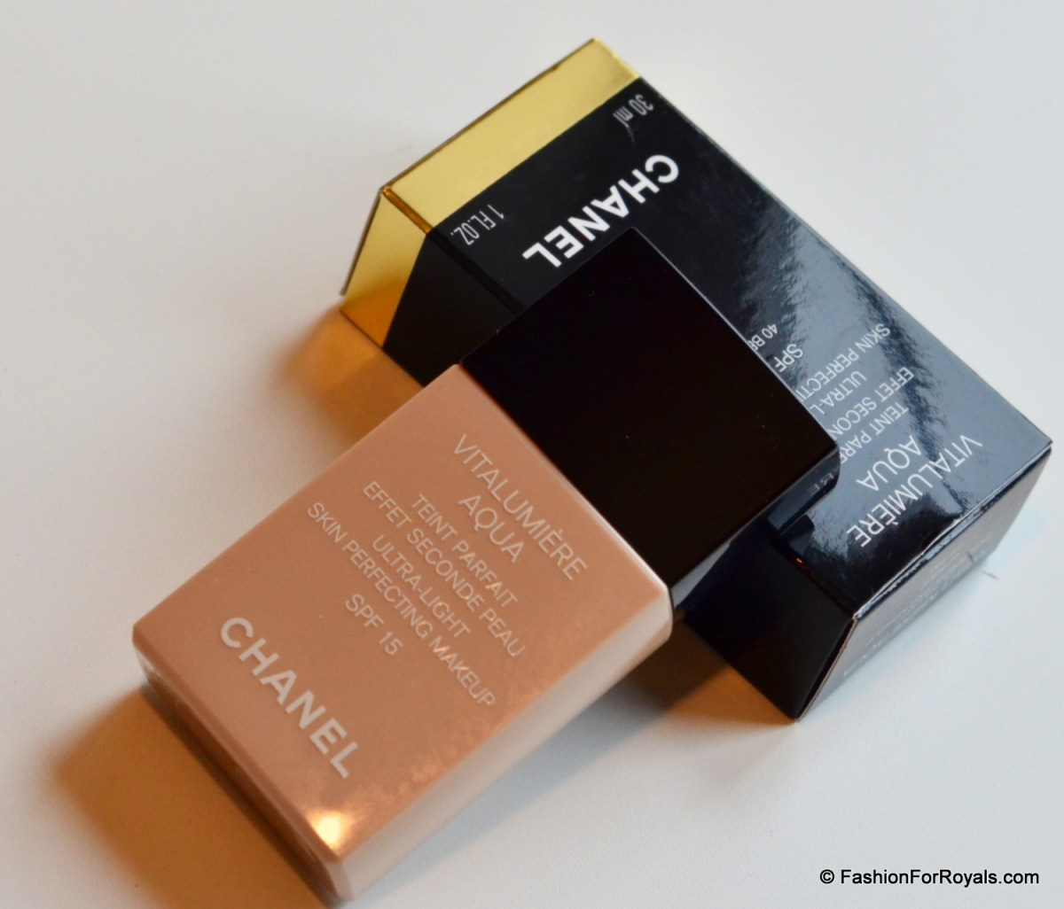 Chanel Vitalumiere Aqua Foundation Review - Swatch 40 Beige