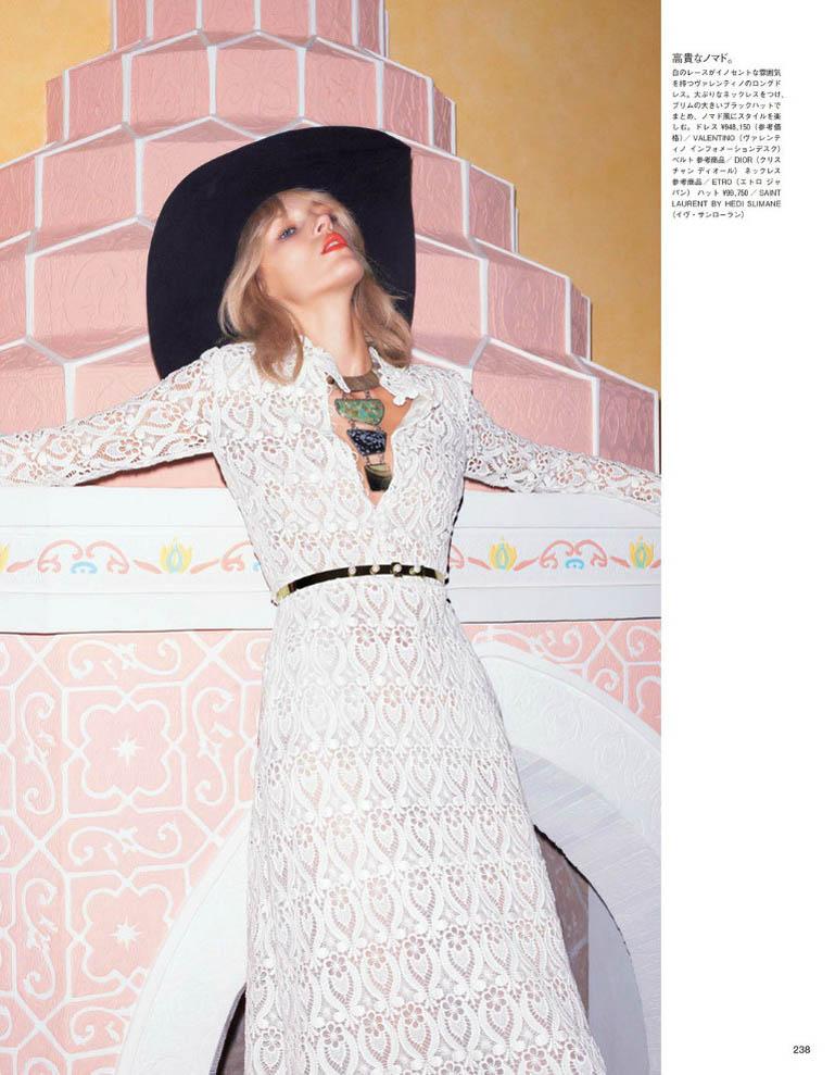 anja vogue japan6 Anja Rubik är 70s Glam för Vogue Japan juni 2013 av Katja Rahwles