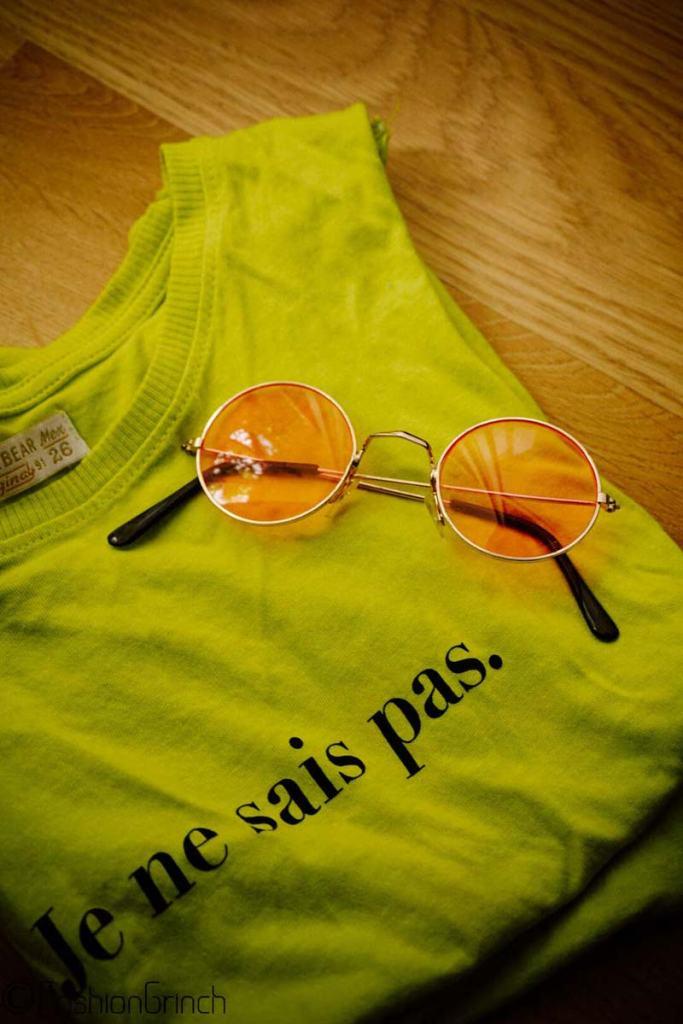 coachella-crop-top-sunglasses