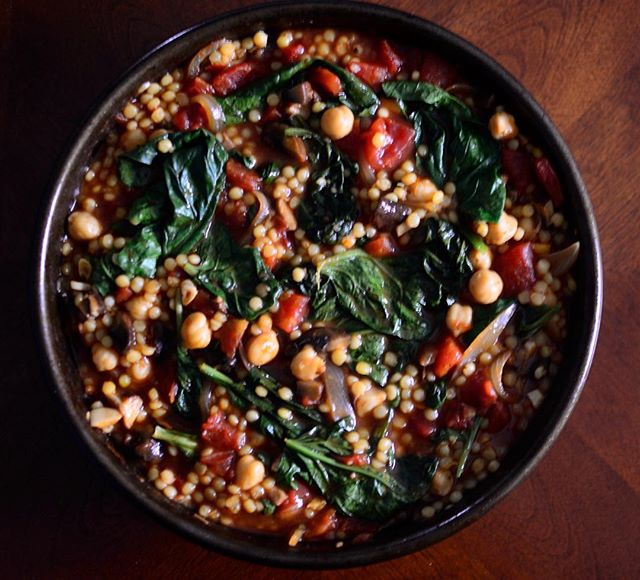 Saffron chickpea and spinach stew with pearl couscous - Click Here for other healthy recipes from top food bloggers and instagrammers!