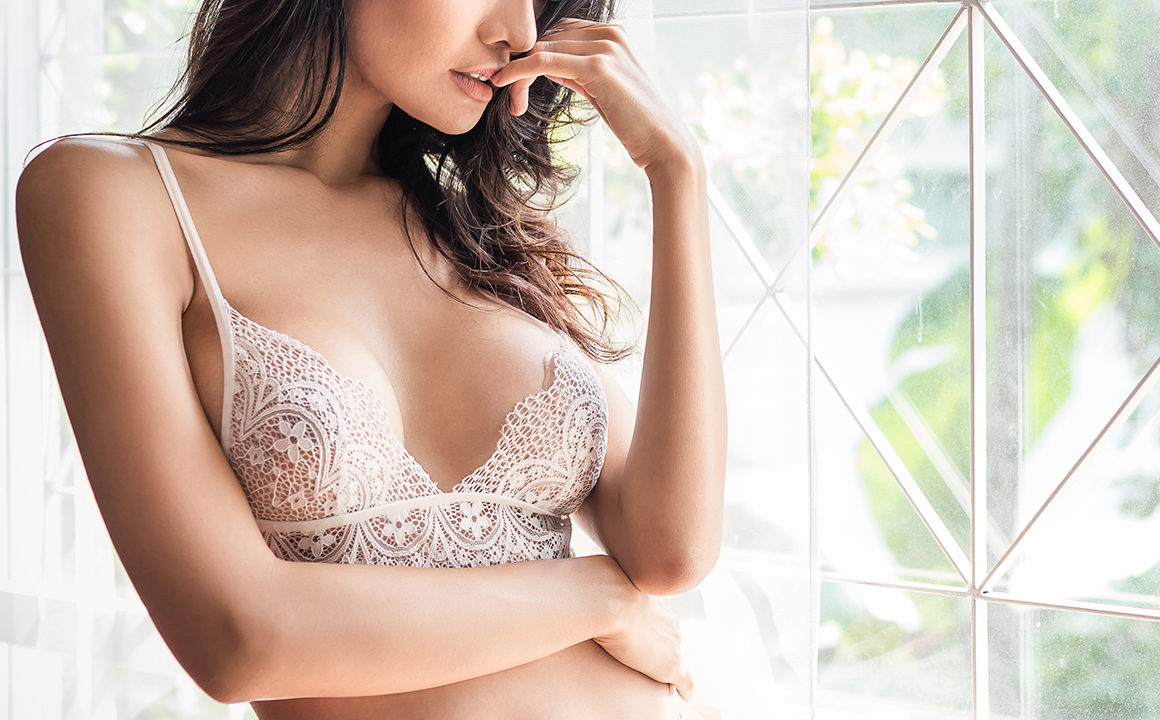 How-to-Choose-The-Right-Bra-For-Every-Type-of-Outfit-main-image