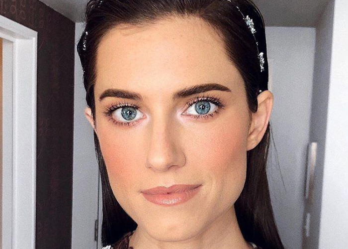 Fake 8 Hours of Sleep With This 2 second Makeup Trick We Learned From a Celeb Makeup Artist