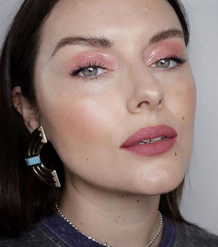 Glam Up Your Makeup with Glossy Lids pink lids