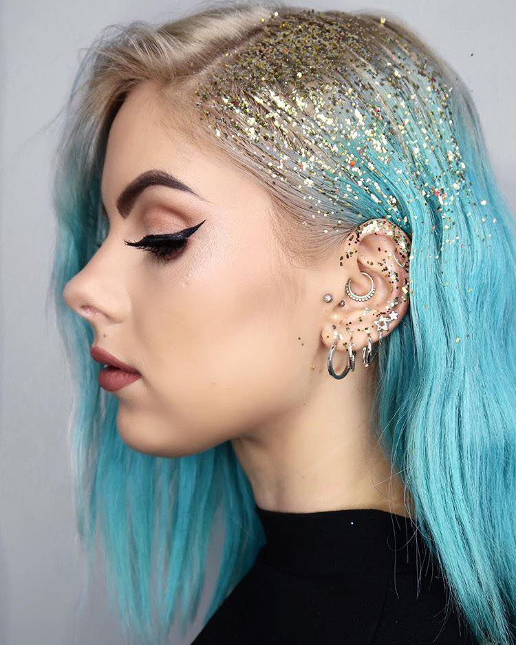The-Craziest-Beauty-Trends-We-Have-Seen-on-Instagram-glitter-roots