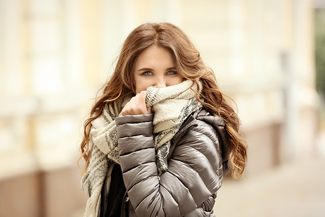 outfits-that-are-ideal-for-traveling-around-the-world-layering-puffer-jacket-and-scarf