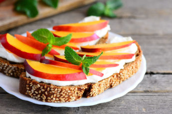 the-famous-sandwich-of-new-delhi-fruit-sandwich-main-image