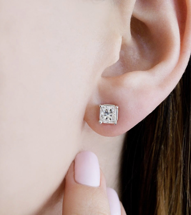 How-to-Buy-a-Diamond-princess-cut-studs-earrings