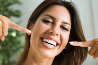 how-to-make-your-teeth-whiter-naturally-main-image