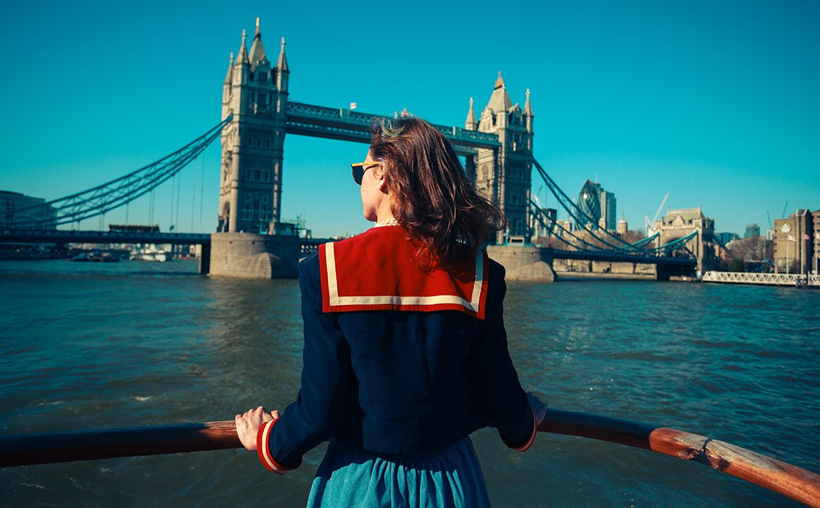 fashionistas-guide-to-london-main-image-girl-looking-at-london-bridge