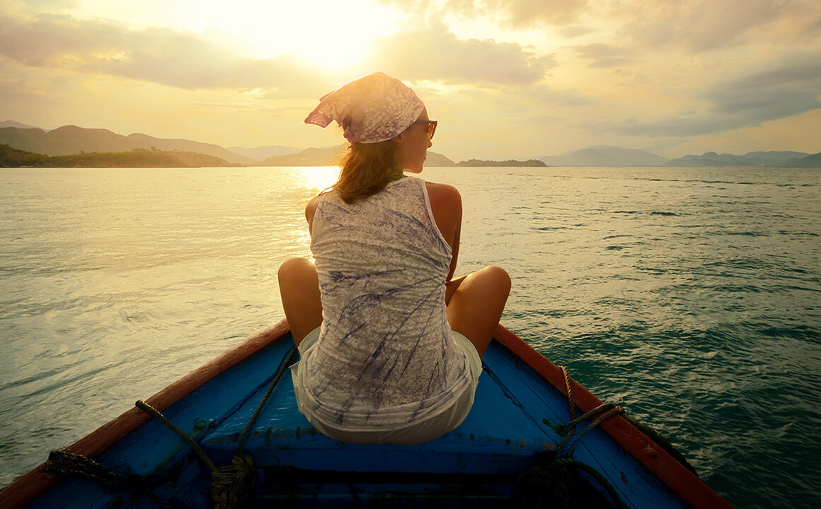 new-clothes-environmentally-friendly-vibentum-closing-woman-on-boat-at-sunset
