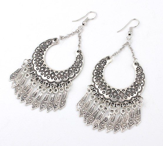 Metal Carved Vintage Dangle Tassel Earrings