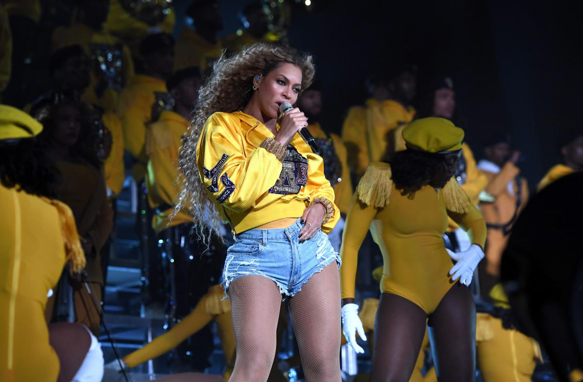 Znalezione obrazy dla zapytania Beyonce - Coachella