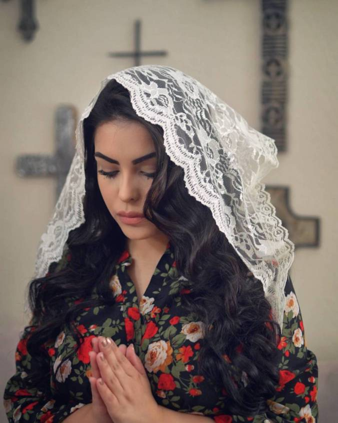 A young Catholic woman from Las Vegas regularly shares images of herself wearing flawless makeup and lacy chapel veils on Instagram. Photo: @caramiaelenakatarinakristina/Instagram