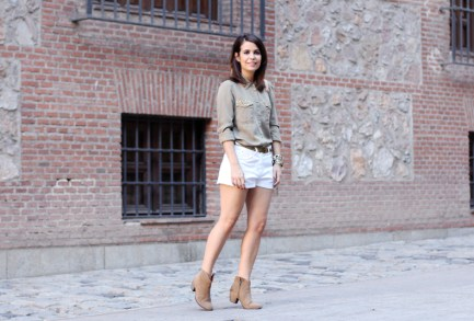 studded-shirt-white-shorts-ankle-boots-outfit-street-style-11