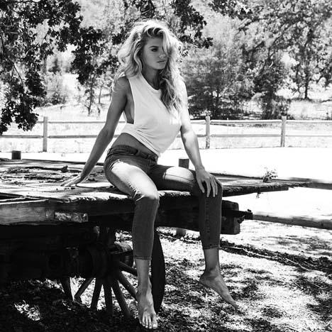 Charlotte-Mckinney-DSTLD-jeans-5
