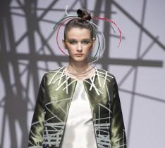 Outfit in Mikado di seta stampata ispirato al Padiglione Italia