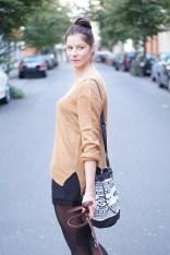 Caprice-love-FashionBlogBloggerShortsschwarzbraunbootsTopshopray-banherbsttrendoutfitstyling3