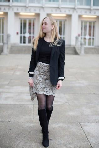 001_lace skirt, Alexandra Kasper Photography, blogger outfit with hat, The Golden Bun _ München Modeblog, German Fashion Blog, Fashionblogger, new trends
