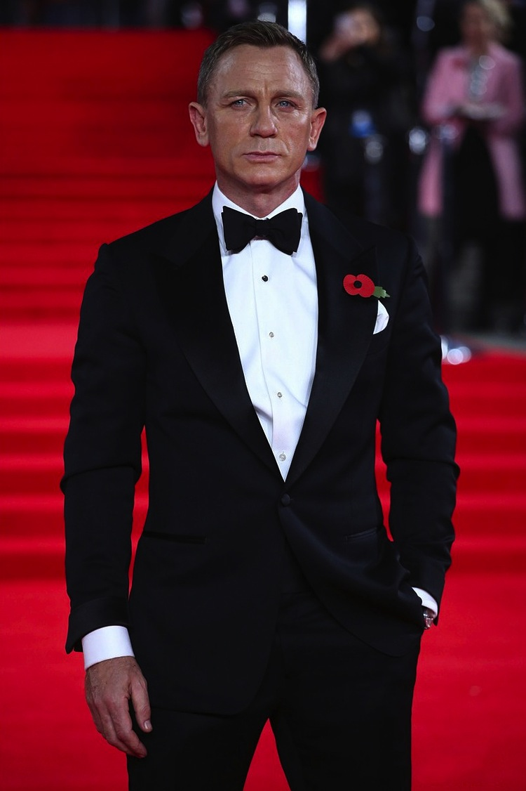 Daniel Craig wears a Tom Ford Suit at James Bond Spectre ...