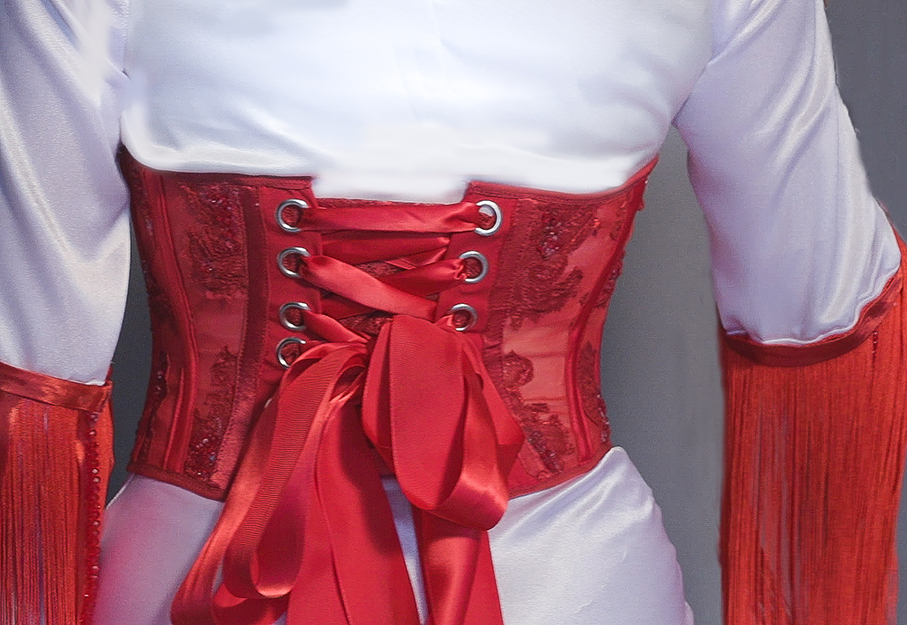 The glamourous ache of the red thread is an expression I've used to imply my inspiration of the Japanese legend about the red thread. This specifically manifest on the lacing of the corset.