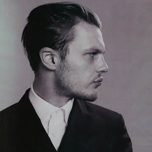 a4c82681462 Actor Michael Pitt portrays a convincing 50 s Hollywood actor
