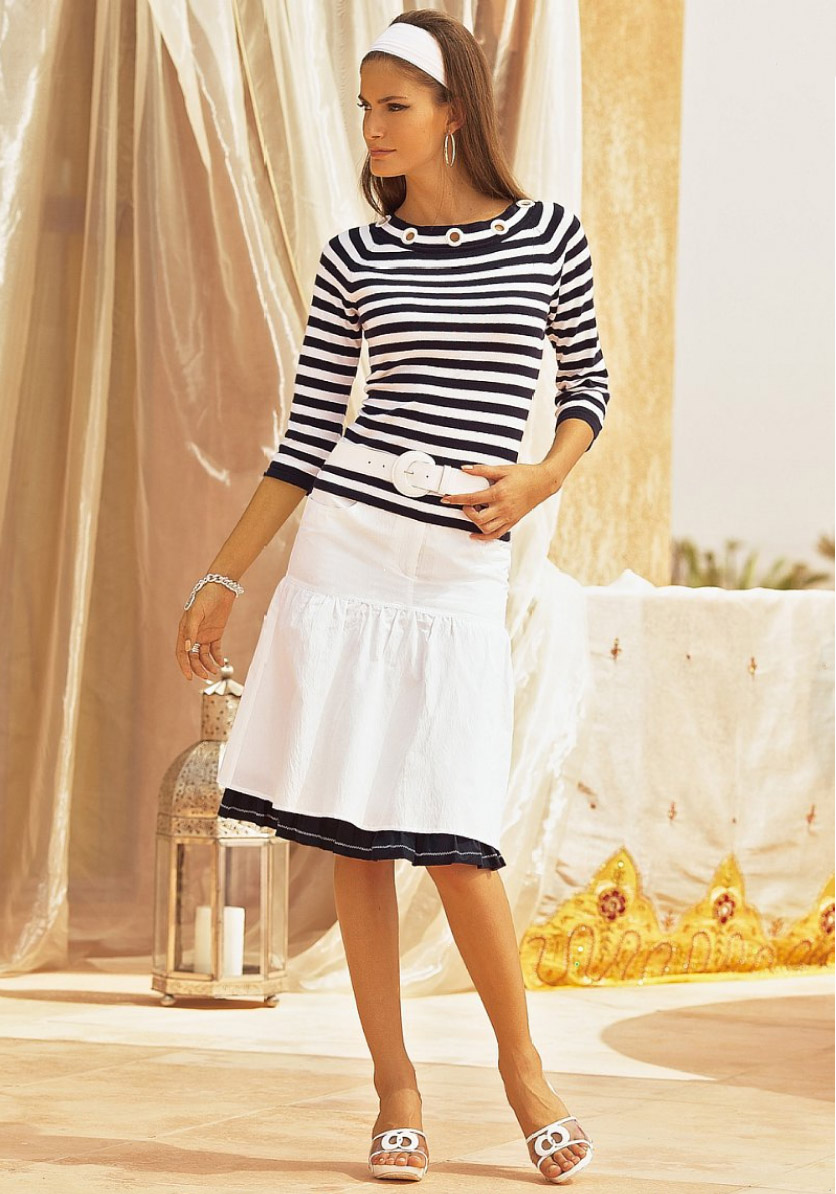 Let Us Remind You About The Timeless Navy Style