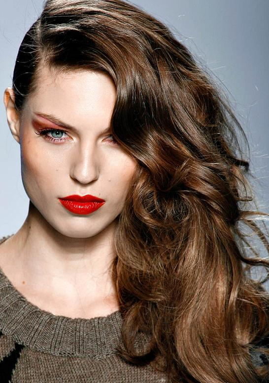 Make A Change Wear A Deep Side Part Hairstyle