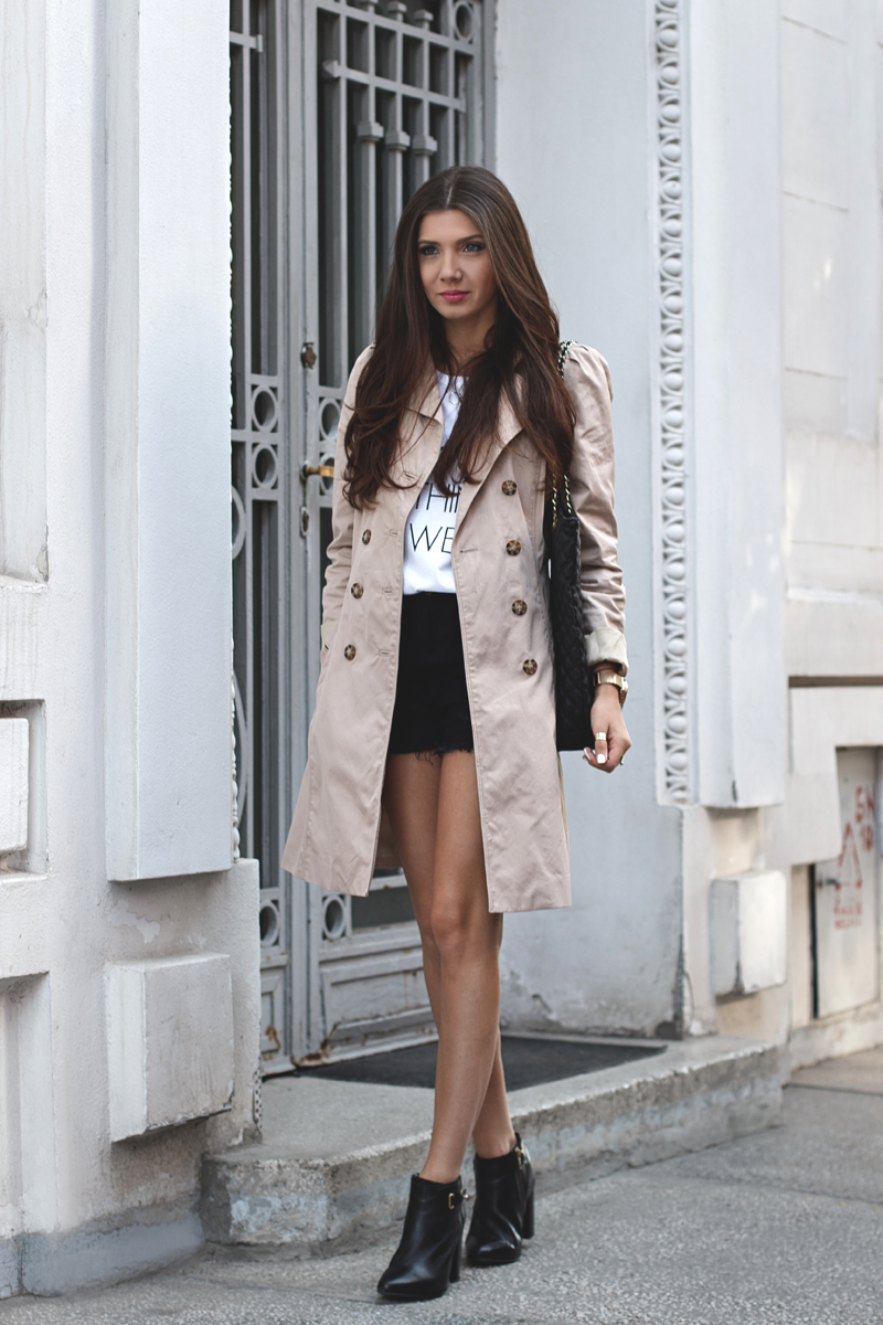 Girls Walking In Public Wallpapers How To Wear Shorts In The Cold Fall Days Fashionsy Com