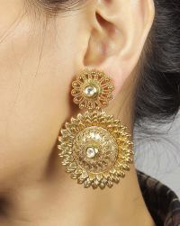 Modern Gold Earrings For Fashionable Look in 2018
