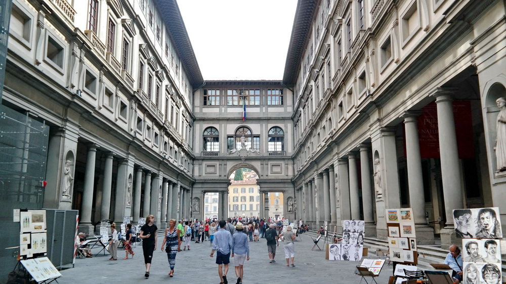 Fashion_Travel_Accessories_Florence_Travel_Blog_What-To_See_In_Florence_Italy_Follow_Me_Around_Travel_Vlog_Walking_Tour_12