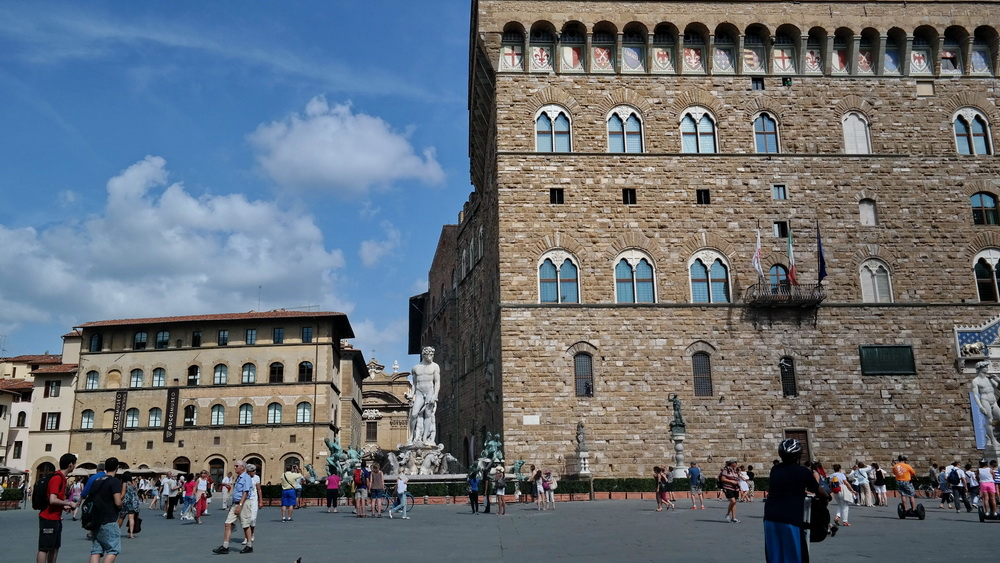 Fashion_Travel_Accessories_Florence_Travel_Blog_What-To_See_In_Florence_Italy_Follow_Me_Around_Travel_Vlog_Walking_Tour_6