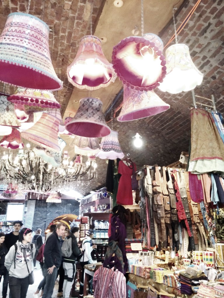 9 Alex Quint Camden Market London Fashion Travel Accessories _resize