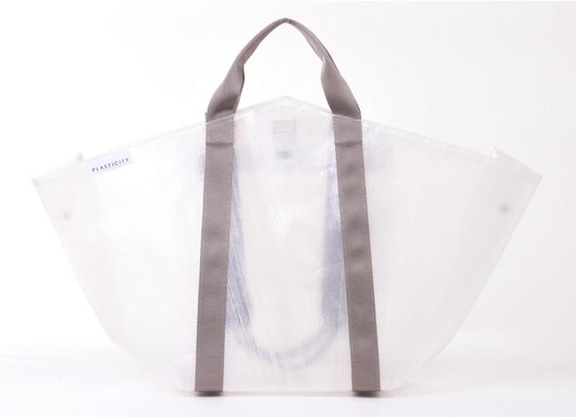 捨てられたビニール傘から生まれる、「2ハンドルトートバッグ」がPLASTICITYより新発売