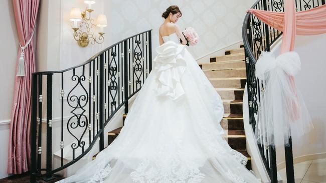 \新作発表/4着目は王道ビッグラインのウエディングドレス! アニヴェルセルとTAKAMI BRIDALが共同開発 ~オリジナルドレスコレクション「Arêve(アレーヴ)」新ラインナップ!~