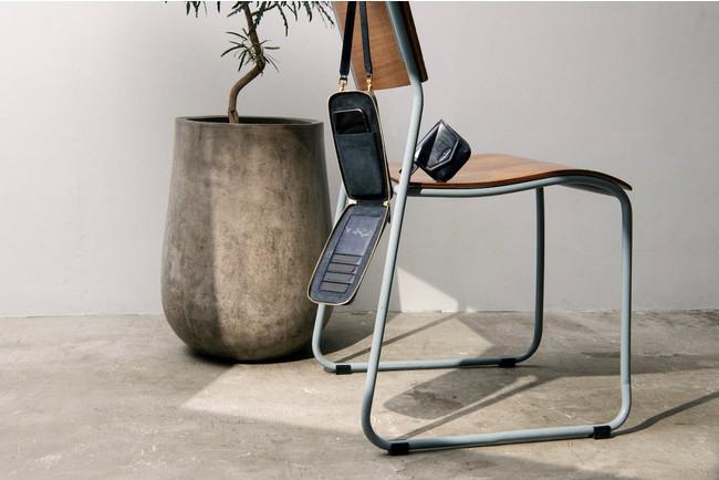 ブライドルレザーウォレットバッグ:ネイビー *用途に合わせて付属のコインケース、フック金具を着脱しカスタマイズが可能です。