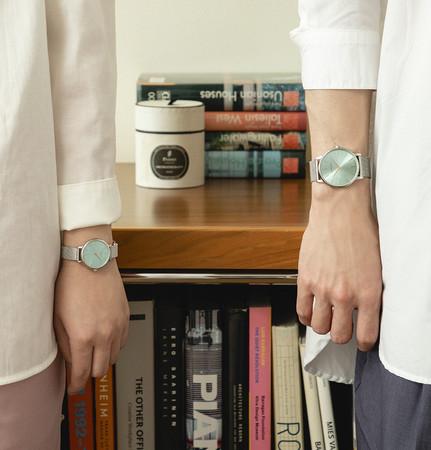 デンマークの腕時計ブランド LLARSEN / エルラーセン、人気のティールダイヤルの2021年新コレクションを発売。
