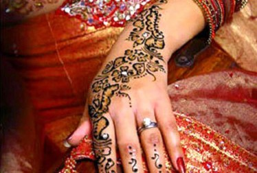 Asian Women Bridal Mehndi Designs For Weddings In 2015