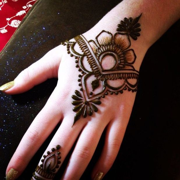 eid mehndi tatto on hand
