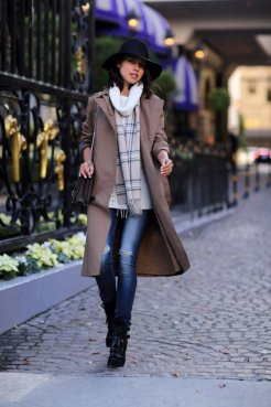 Stylish Winter Long Coats Every Women Should See 13