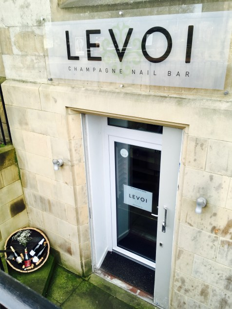 Levoi Champagne Nail Bar outside