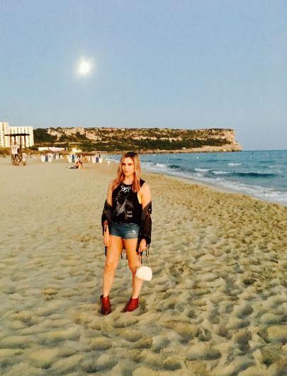 Pixie Tenenbaum Sant Tomas Beach Outfit Post