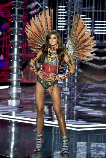 Traveller Angel at the end of the runway in wings at the 2017 Victoria's Secret Fashion Show in Shanghai - Fashion Voyeur Blog