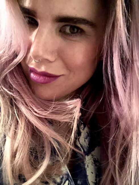 Close up headshot of Blogger Pixie Tenenbaum with pink hair and MAC Heroine's purple lipstick