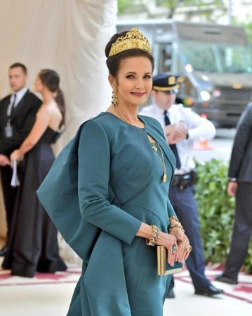 Lynda Carter's beauty look at the 2018 met gala topped off with a gold crown