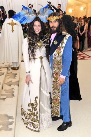 Lana Del Rey on the red carpet at the 2018 met gala wearing head to toe gucci alongside Jared Leto in a blue Gucci suit