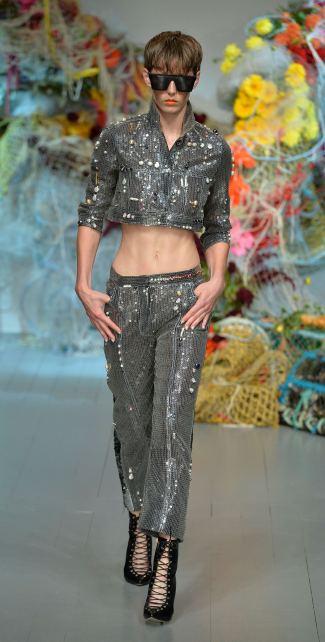 Fyodor Golan SS19 runway show at London Fashion Week shot by Chris Moore for Fashion Voyeur Blog Look 28
